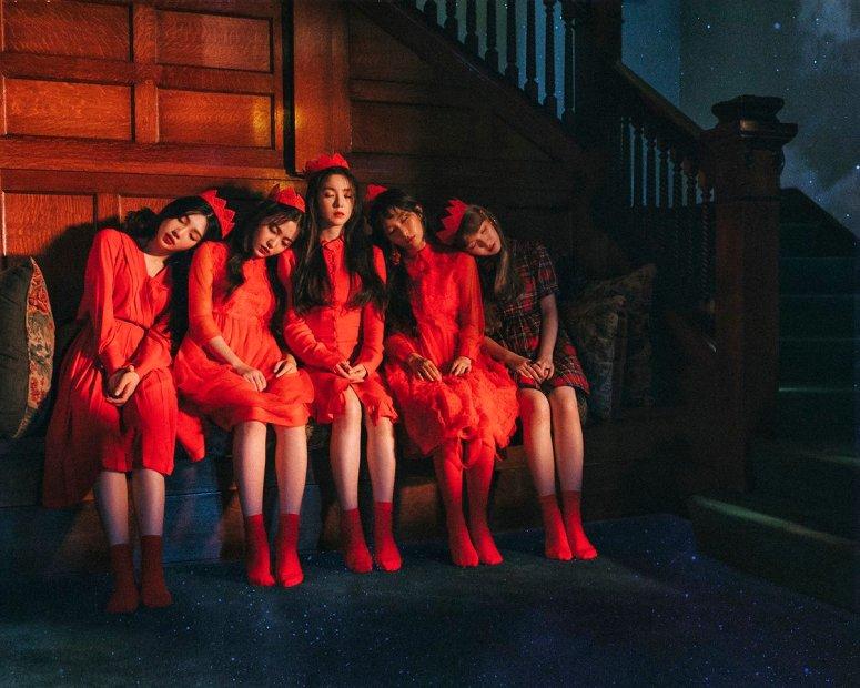 red-velvet-peekaboo-group-2
